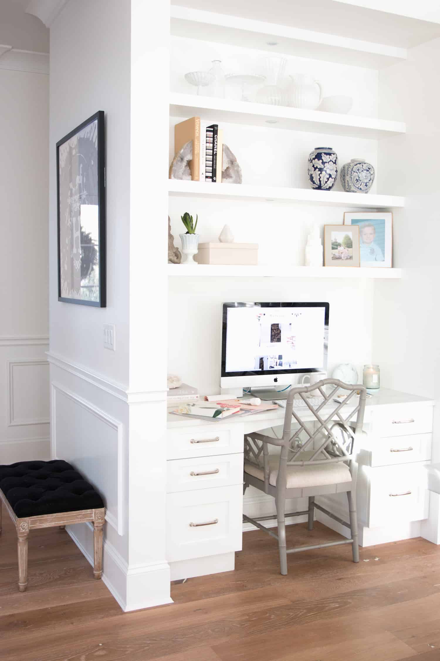 Small Home Office Ideas That Will Make You Want to Work Overtime #smallhomeofficedesign #officegoals stunning desk decor ideas