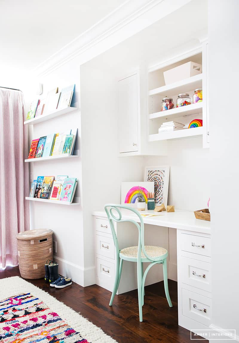 Small Home Office Ideas That Will Make You Want to Work Overtime #smallofficedesign creating a small home office #homeofficeinteriordesign
