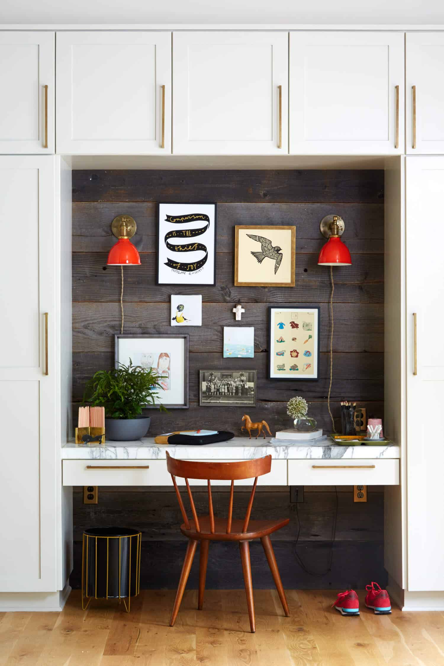 Small Home Office Ideas That Will Make You Want to Work Overtime, modern home office ideas #modernhomeoffice #builtinworkspace #smallhomeofficeinspiration #deskdecorinspiration