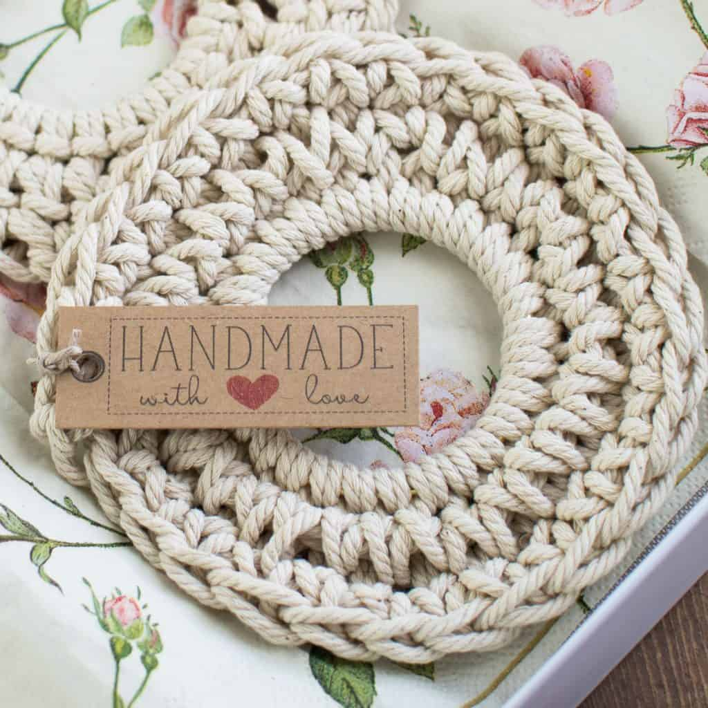 24 DIY Christmas Gifts That Your Friends Would Love To Get This Year | Handmade Christmas Gift Ideas | Inexpensive DIY Gift Ideas | Christmas Gift Ideas | Best Handmade Gifts Via: https://themummyfront.com #diychristmasgifts #themummyfront #handmadegifts | crochet coasters