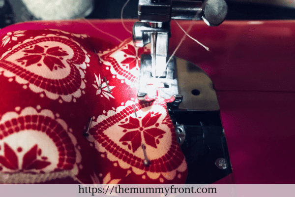 Pinch the seam together and close the gap either with the sewing machine or by hand sewing.