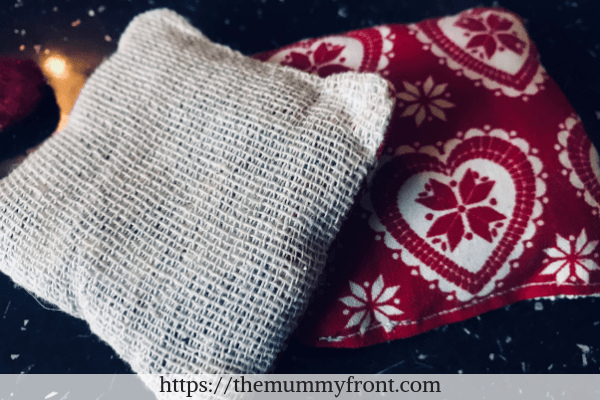DIY Hand Warmers | The Perfect Handmade Christmas Gift Idea! Cheap & Easy Christmas gift, christmas craft, diy christmas gift, festive craft
