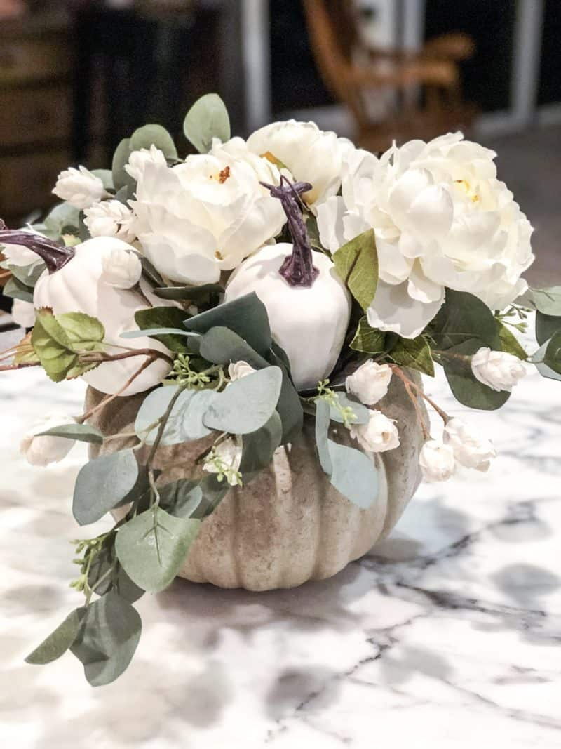 25 Stunning Table Decoration Ideas You Can Do On A really Small Budget | DIY Centrepiece | DIY Home decor | Home decor inspiration | Home Decor On A Budget | Via: https://themummyfront.com #themummyfront #tabledecorationideas #diyhomedecor #tablecenterpiece #tablecenterpiecesforthehome | Table centerpieces for the home | table decorations for home