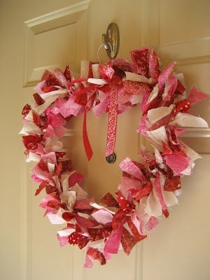 14 Stunning Valentine's Day Decoration Ideas you Will Seriously Fall In Love With This Year! #valentinesdaydecorationideas #valentines #valentinesdaycrafts #valentinesdecor Valentines decor for the home, DIY Heart Wreath