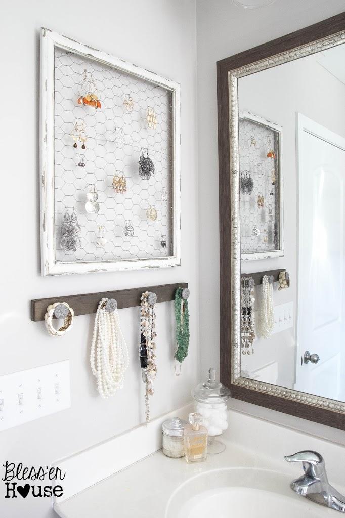 11 Small Bathroom Decor Ideas You Can Do On A Really Small Budget | bathroom decor | small bathroom inspiration | Bathroom storage | DIY bathroom decor | Via: https://themummyfront.com #themummyfront #smallbathroomdecorideas #diyhomedecor #homedecoronabudget #bathroominspiration