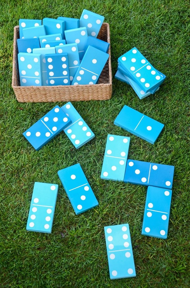 Lawn dominoes Party Game | A DIY summer party game the whole family will enjoy #diyparty #partyideas #partygame