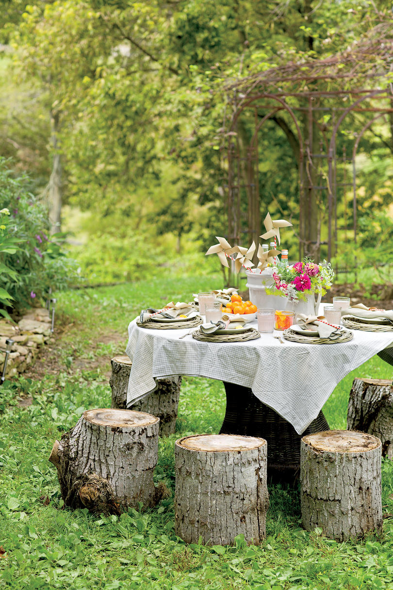 summer party seating | tree stump seats #partyseating #summerparty