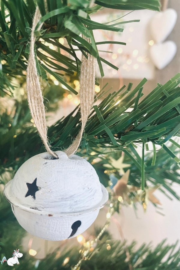 DIY Christmas Bells! The perfect DIY Christmas Tree Ornament