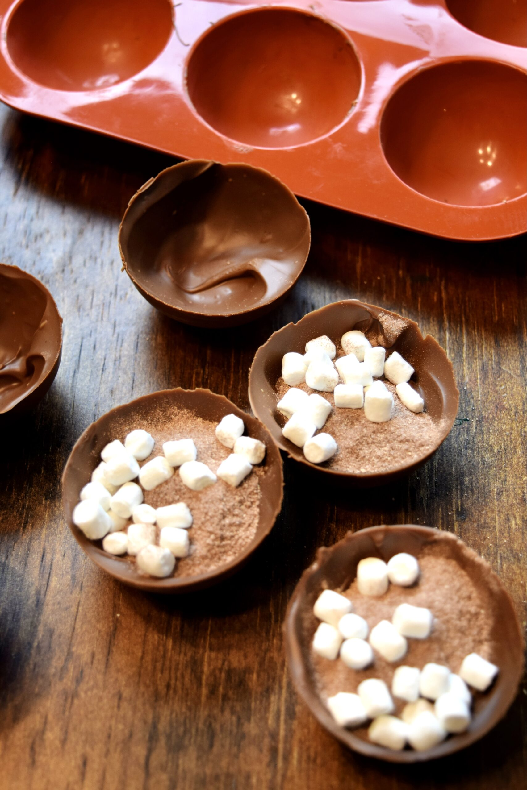 fill the chocolate halves with hot chocolate powder and mini marshmallows