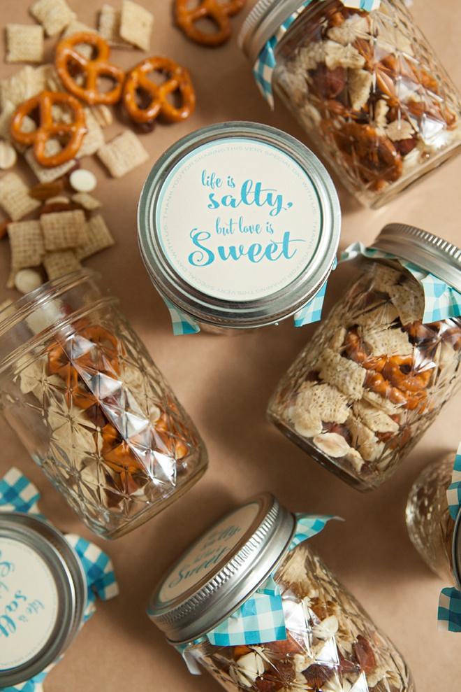 DIY wedding mason jar trail mix