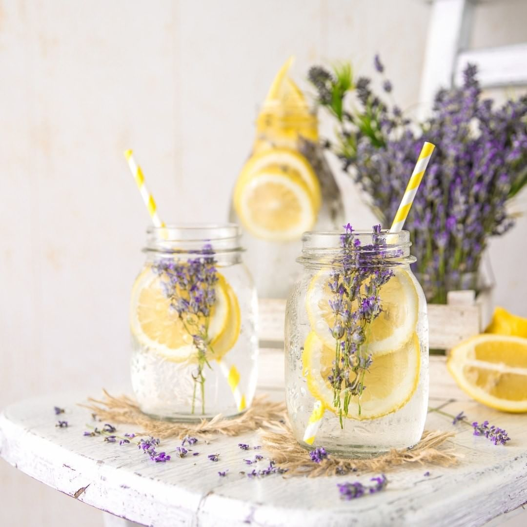 Lemon and Lavender Wedding Drinks In Mason Jars