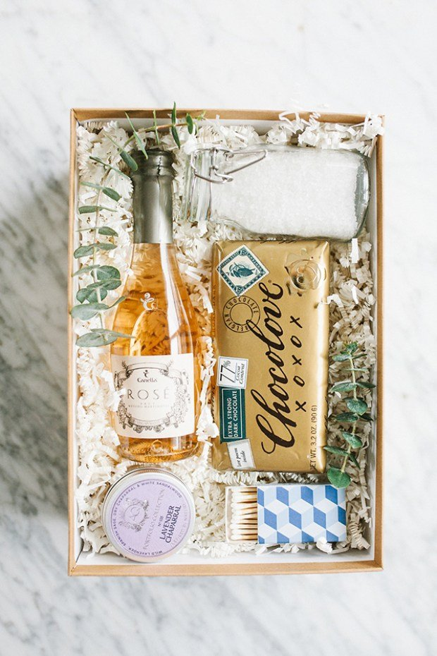 This bubble bath gift box is the perfect diy Christmas gift